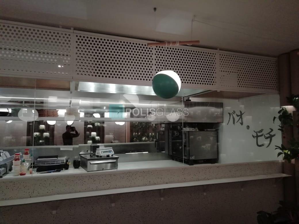 Стеклянный экран для ресторана