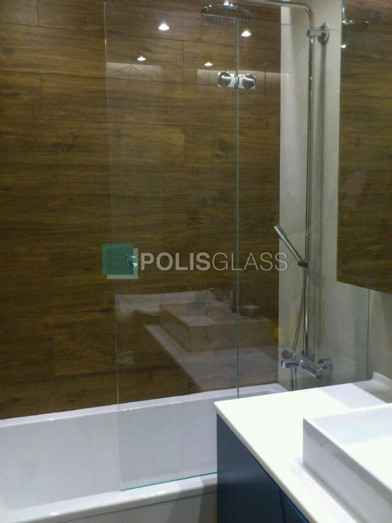 Стеклянный экран в ванну