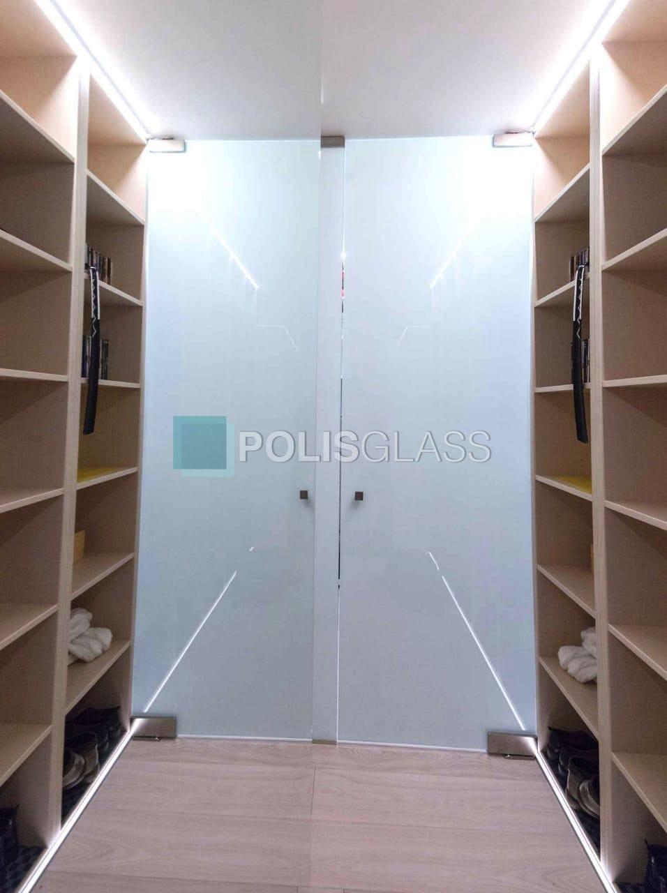 Матовая дверь для гардеробной