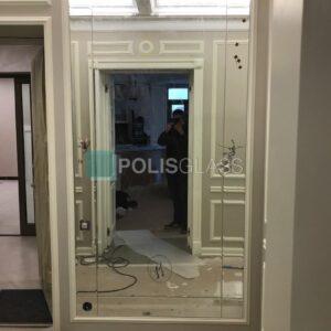 Зеркальное панно с вырезом под розетку